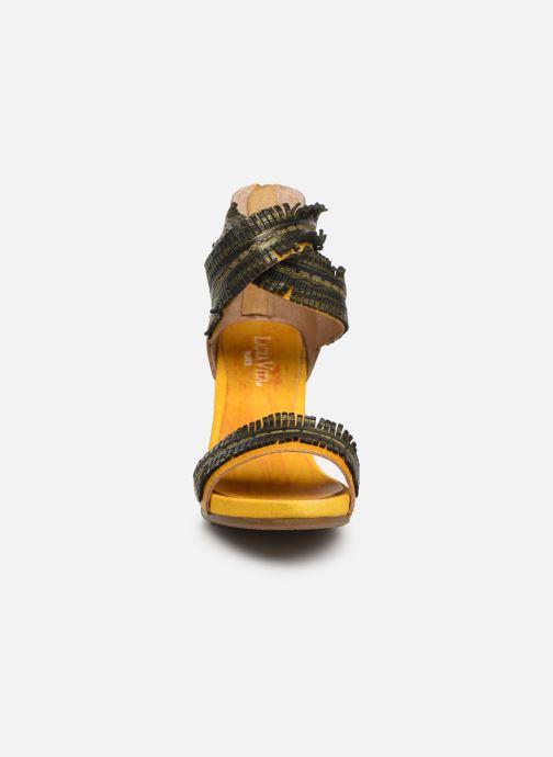 Sandales et nu-pieds Laura Vita Celeste 05 Jaune vue portées chaussures