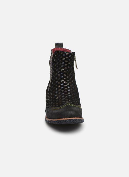 Ankle boots Laura Vita Coralie 068 Black model view