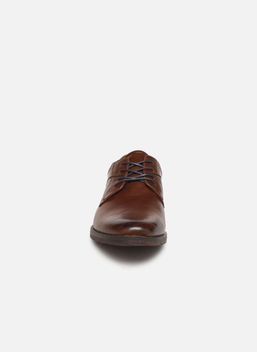 Scarpe con lacci I Love Shoes KEMIS Marrone modello indossato