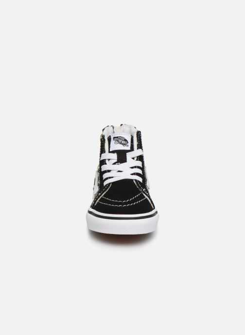 Sneakers Vans Sk8-Hi BB Nero modello indossato