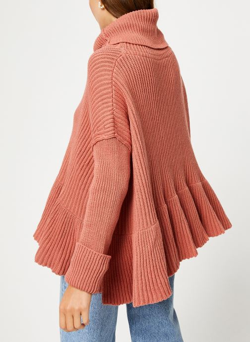 Vêtements Free People LAYER CAKE SWEATER Rose vue portées chaussures