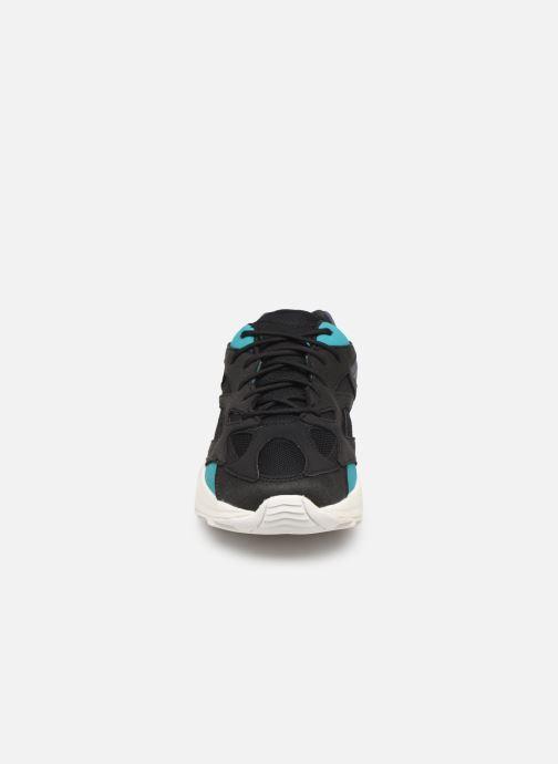 Sneakers Reebok Aztrek 96 W Nero modello indossato