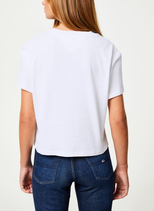 Vêtements Tommy Jeans TJW TOMMY FLAG TEE Blanc vue portées chaussures
