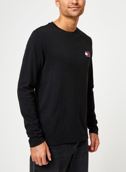 Vêtements Tommy Jeans TJM TOMMY BADGE LONGSLEEVE TEE Noir vue droite
