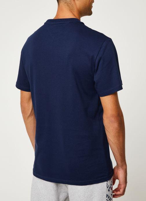 Vêtements Tommy Jeans TJM USA FLAG TEE Bleu vue portées chaussures