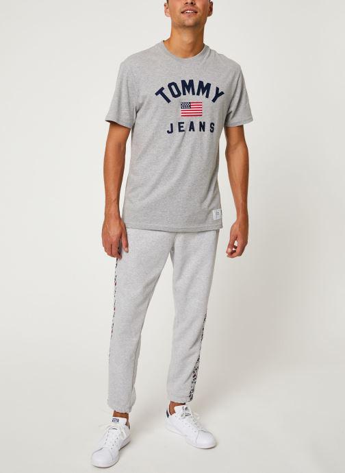 Vêtements Tommy Jeans TJM USA FLAG TEE Gris vue bas / vue portée sac