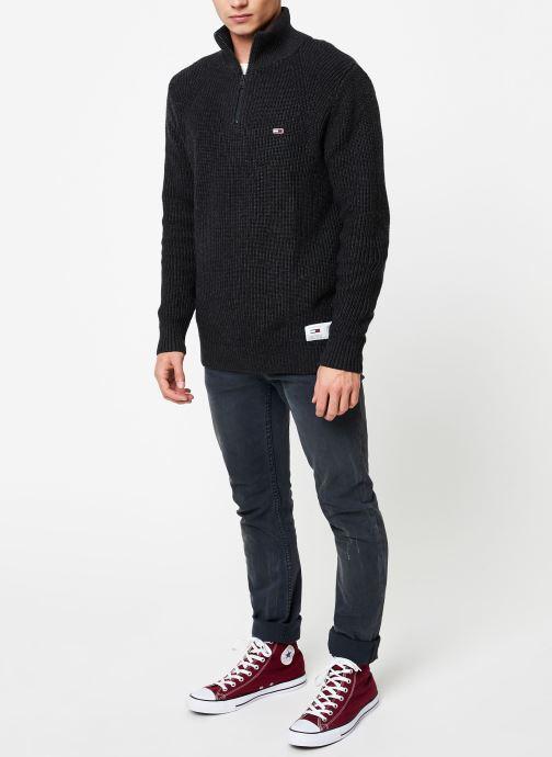 Vêtements Tommy Jeans TJM ZIP MOCK NECK Gris vue bas / vue portée sac