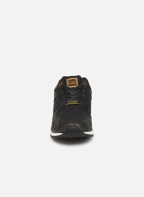 Sneaker MTNG NANAMI schwarz schuhe getragen