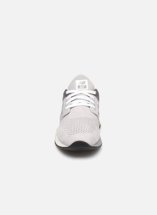 Baskets New Balance MS247 D Gris vue portées chaussures