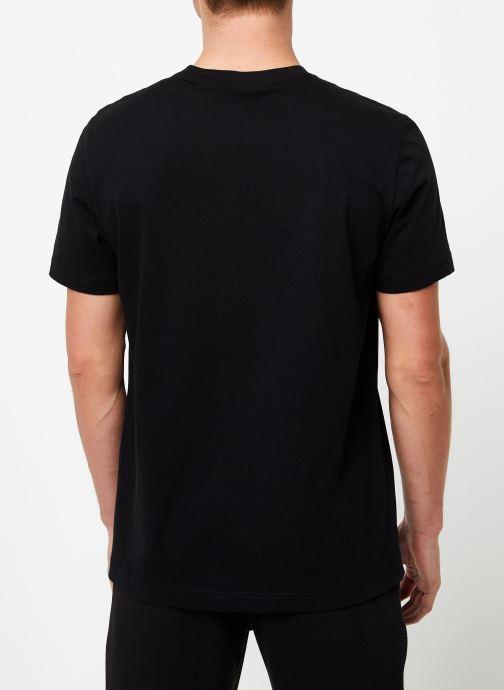 Vêtements Champion Crewneck t-shirt M Noir vue portées chaussures