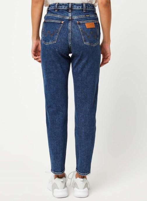 Vêtements Wrangler Mom Jeans Bleu vue portées chaussures