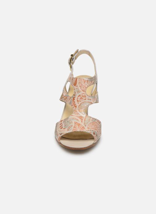 Sandales et nu-pieds Elizabeth Stuart Bofin 205 Beige vue portées chaussures