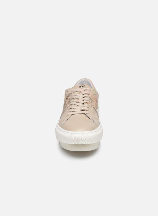 Baskets Elizabeth Stuart Nevil 805 Beige vue portées chaussures