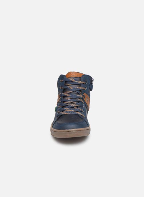 Sneakers Kickers Lowell Azzurro modello indossato