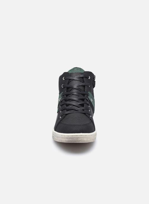 Sneakers Kickers Lowell Nero modello indossato