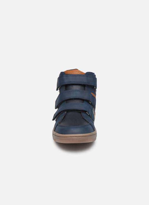 Sneakers Kickers Lohan Azzurro modello indossato