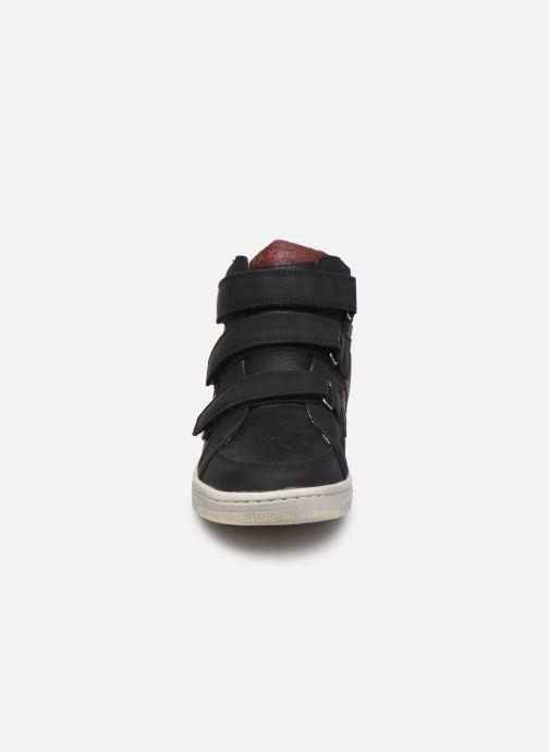 Sneakers Kickers Lohan Nero modello indossato