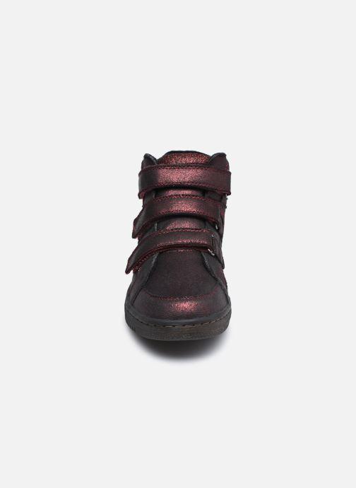 Sneakers Kickers Lohan Bordò modello indossato