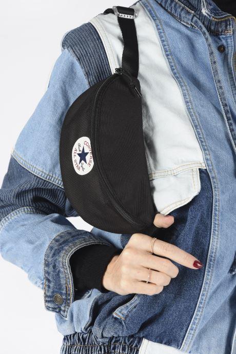 Petite Maroquinerie Converse SLING PACK Noir vue bas / vue portée sac
