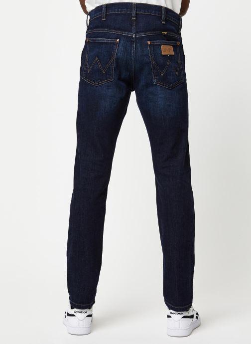 Vêtements Wrangler 11MWZ Bleu vue portées chaussures