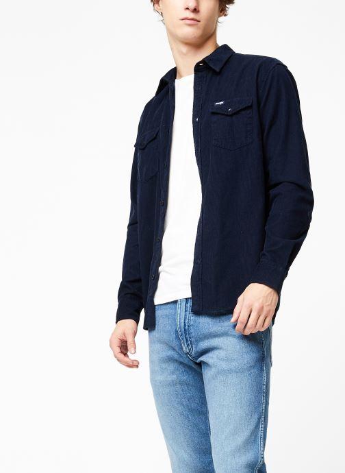 Vêtements Wrangler LS 2PKT FLAP SHIRT Bleu vue droite