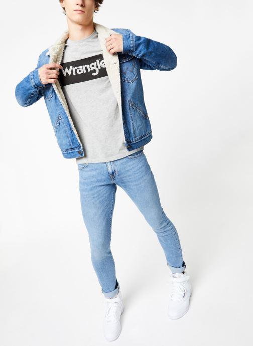 Vêtements Wrangler SS LOGO TEE Gris vue bas / vue portée sac