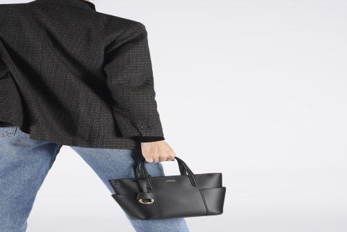 Handtaschen Lauren Ralph Lauren CARLYLE TOTE MINI schwarz ansicht von unten / tasche getragen