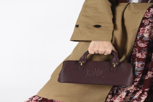Handtaschen Lauren Ralph Lauren HAYWARD 23-SATCHEL-SMALL weinrot ansicht von unten / tasche getragen