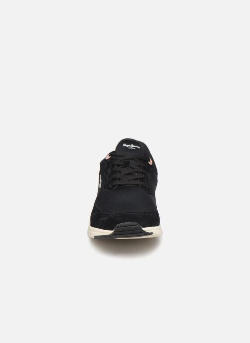 Sneakers Pepe jeans Jayker Basic Nero modello indossato