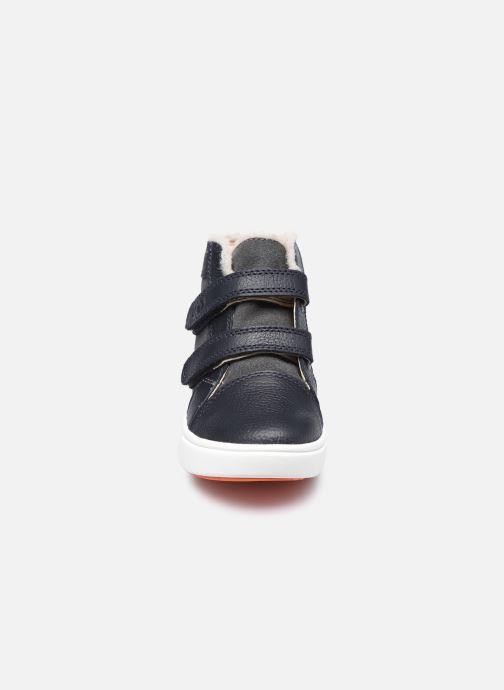 Sneaker UGG Rennon II schwarz schuhe getragen