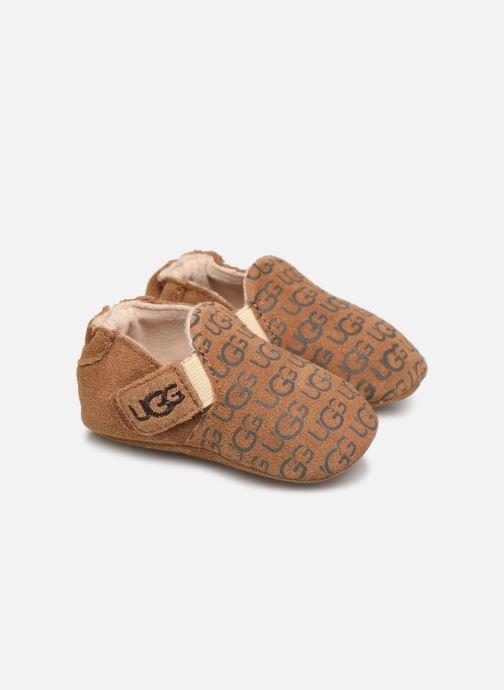 Hjemmesko UGG Roos K Brun detaljeret billede af skoene