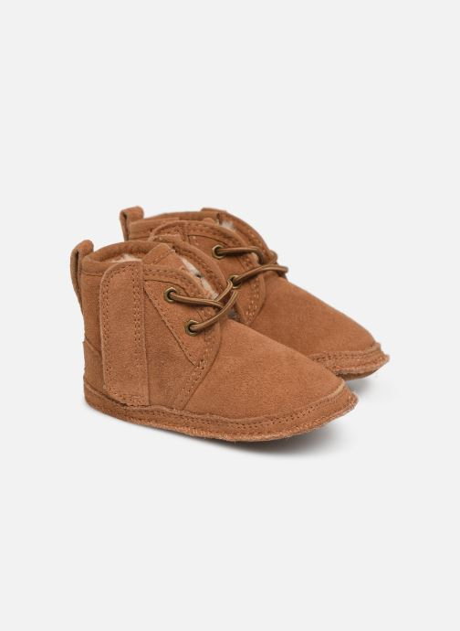 Chaussons UGG Baby Neumel & Ugg Beanie Marron vue détail/paire
