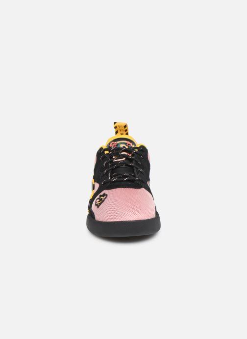 Sneakers Puma Aeon Sue Tsai Rosa modello indossato