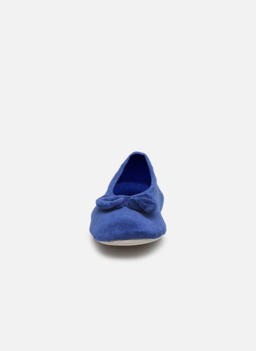 Chaussons Isotoner Ballerine velours bio grand nœud Bleu vue portées chaussures