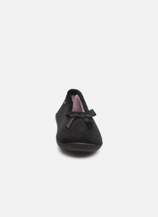 Chaussons Isotoner Ballerine velours semelle ergonomique 2 Noir vue portées chaussures