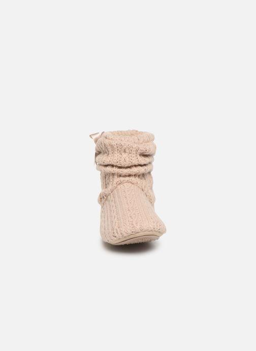 Chaussons Isotoner Botillon tricot et nœud Beige vue portées chaussures