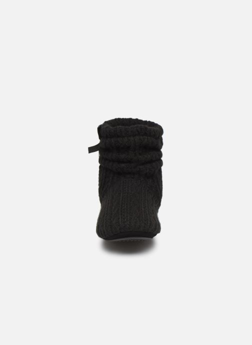 Chaussons Isotoner Botillon tricot et nœud Noir vue portées chaussures