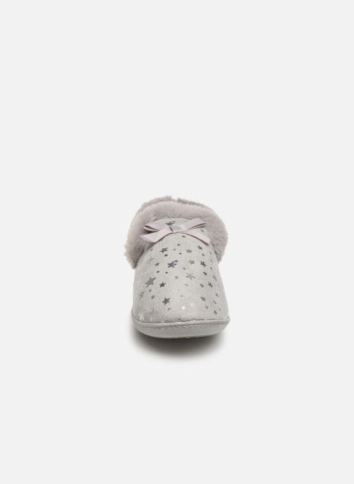Chaussons Isotoner Charentaise suédine étoiles semelle ergonomique Gris vue portées chaussures