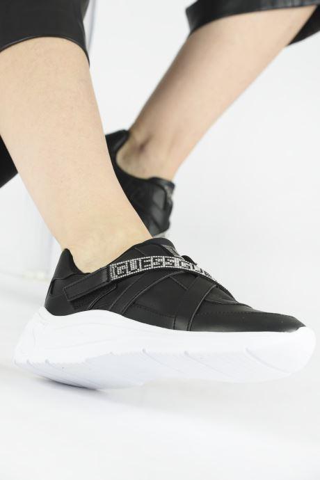 Sneakers Guess FL8SOYELE12 Zwart onder