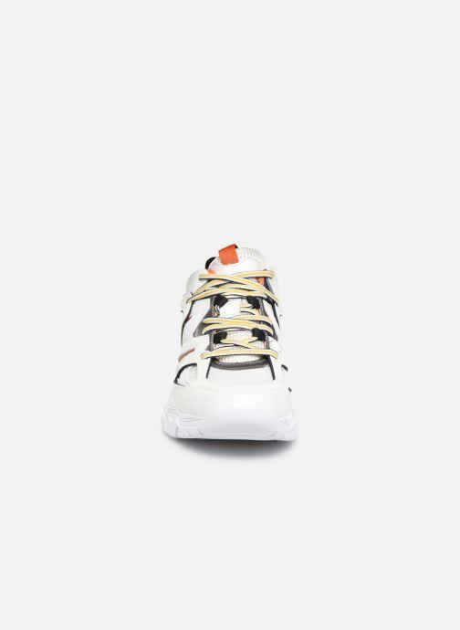 Baskets Guess FL8MASFAB12 Blanc vue portées chaussures