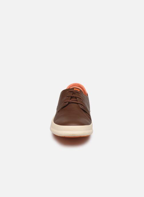 Baskets Camper Chasis K100280 Marron vue portées chaussures