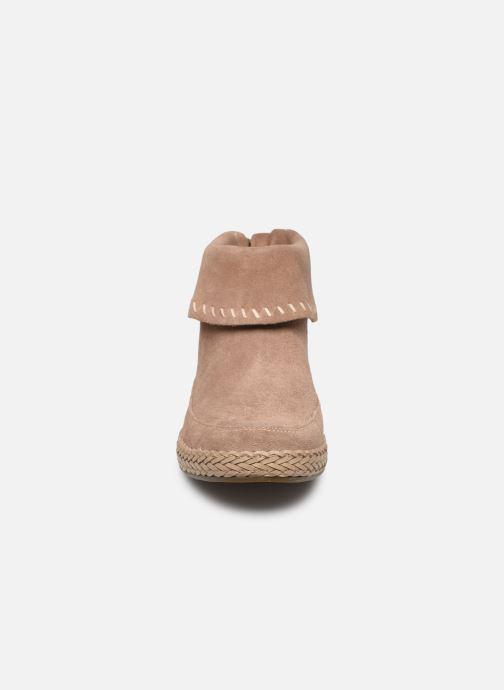 Bottines et boots UGG Varney Marron vue portées chaussures