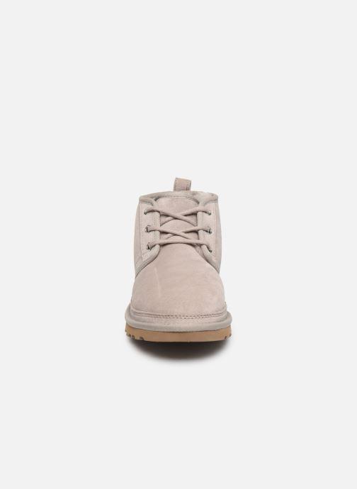 Bottines et boots UGG Neumel W Gris vue portées chaussures