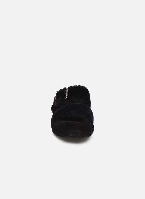 Chaussons UGG Fuzz Yeah Noir vue portées chaussures