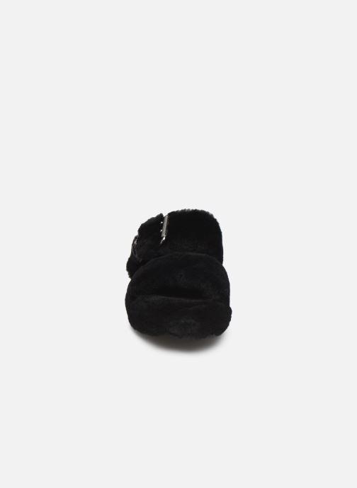 Hausschuhe UGG Fuzz Yeah schwarz schuhe getragen