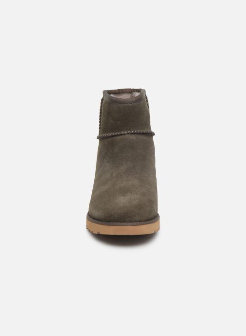 Stiefeletten & Boots UGG Classic Femme Mini grau schuhe getragen