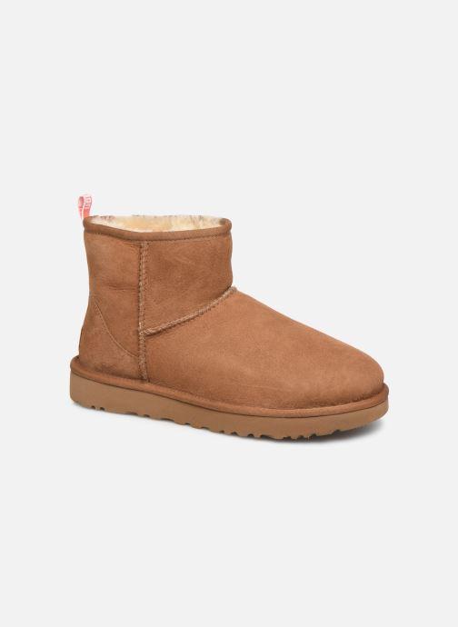 Bottines et boots UGG Classic Mini II Graphic Logo Marron vue détail/paire
