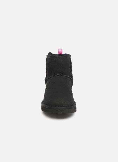 Bottines et boots UGG Classic Mini II Graphic Logo Noir vue portées chaussures