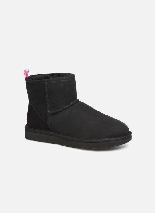 Bottines et boots UGG Classic Mini II Graphic Logo Noir vue détail/paire