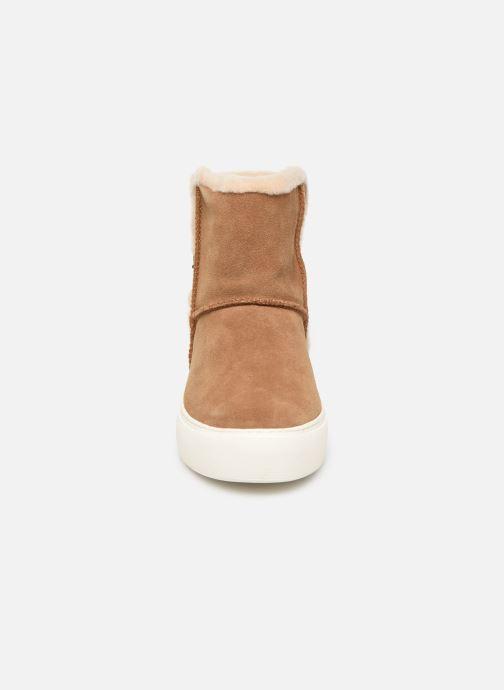 Bottines et boots UGG Aika Marron vue portées chaussures